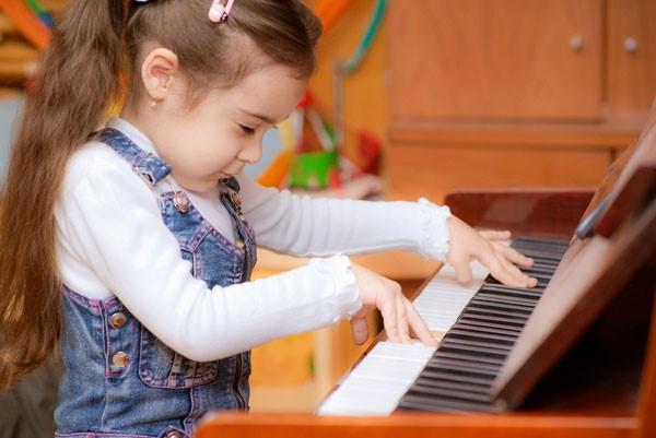 hoc dan piano o bien hoa